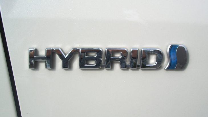 【調査】ハイブリッド車の燃費とガソリン車ではどっちがお得なの?